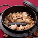 ◎料理一例◎食材にこだわった おすすめ⇒『地鶏の土鍋めし』