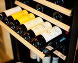 料理に合わせソムリエが選ぶグラスワインのペアリングも楽しめる