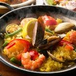 厳選食材のエキスがお米一粒一粒に凝縮した伝統の名物パエリア