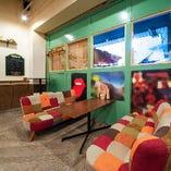 テーブル・カウンター席など様々な席をご用意しております。