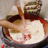 100%北海道産「御膳蕎麦粉」を贅沢に使用!熟練の業で作ります。