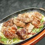 【がっつり刻コロステーキ】お肉No.1!その量200g!質よし!量よし!一人でダメなら皆でシェア!胃袋満足させます★さぁ皆でつっつけぇ~い!