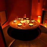 【4~6名様円卓個室】当店1番人気のライトアップされたお庭が見える円卓完全個室!