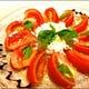 カプレーゼは贅沢に「生モッツアレラ」ブラータチーズを使用。
