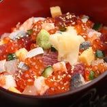色鮮やかな具材、四季折々の旬を一皿に「海鮮ばらちらし寿司」