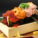 具が溢れんばかりに乗った「豪華海宝のっけ寿司」