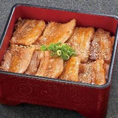 米の娘豚の黒糖タレ焼き重