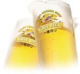 まずはビールで乾杯!ドリンクも60種以上の充実度。