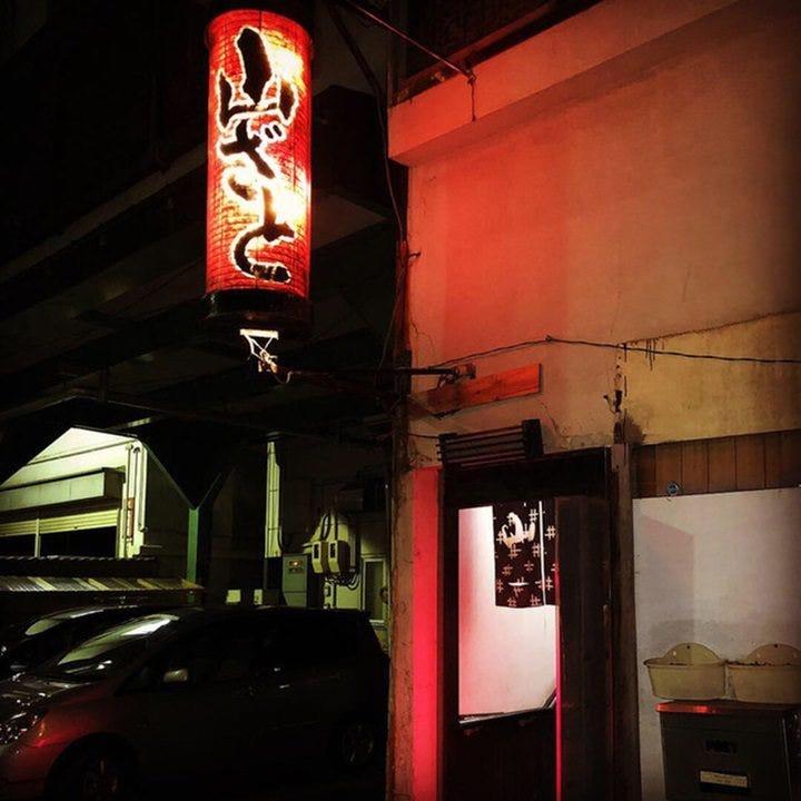 【歴史あり】赤提灯が目印