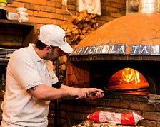 絶品ピッツァを焼き上げる自慢の薪窯