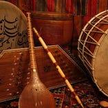 サントゥール、セタール、ネイ、トンバック、ダフ、ドホル・・・イランの楽器です。