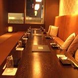 ◆人気の完全個室で窓際!最大16名様は広めに寛げます♪