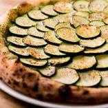 ズッキーニやレンコン、アボカドなど自然の美味しさを活かした野菜のピッツァも