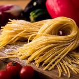 パスタにはもちもちとした食感が魅力の『熟成生パスタ』を使用