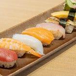 魚貝焼きのお供に 種類豊富でリーズナブルなお寿司は100円〜