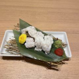 ひと足お先に鱧料理。鱧しゃぷ、湯引き、天ぷらでどうぞ。