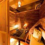 雰囲気あふれるおしゃれな木目調の個室は女子会に人気です♪