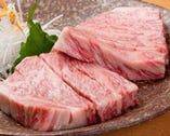 玄海の塩でいただく特選A-5和牛!人肌でとろけるほどのお肉。