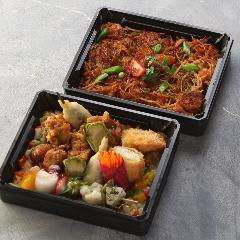 """肉・魚を使ったスペインスタイルの揚げ物と""""ミックスパエリア"""""""