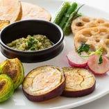 旬の食材を使用した野菜を鉄板焼きでシンプルに