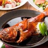 当店1番人気!金目鯛丸ごと1匹の煮付け。日本酒との相性も抜群