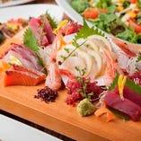 新鮮な海鮮を使用した和食、お刺身など豊富にご用意。
