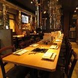 宴会に最適なテーブル席は長方形なので大人数でも見渡すことが可能です。