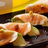 鶏アボカド寿司【国内産】