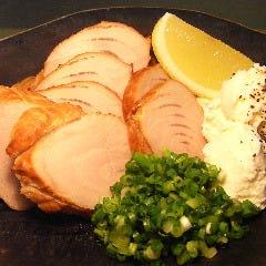 鮪頭肉の桜スモーク クリームチーズ添え