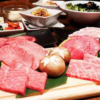 【USHIHACHI贅沢ランチコース】特選和牛の究極盛り、上タン塩、特製冷麺等 (牛骨スープ/白ご飯お代り自由)