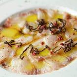 福岡県から直送される鮮魚を使った『福岡産鮮魚のカルパッチョ』