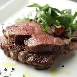 噛むほどに旨味が溢れる『国産和牛のタリアータ』