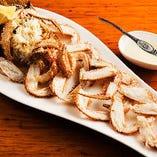 北海道羅臼から浜茹で直送された毛ガニは濃厚な味わい!
