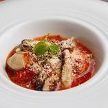 旬の食材を用いた和と洋のお料理は当店ならではの味わい!