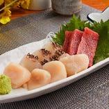 店主が毎朝豊洲から仕入れる鮮魚はお刺身や焼魚でご堪能ください