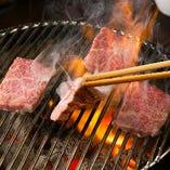 A5ランクの黒毛和牛を使用した焼肉は、とろけるような味わい