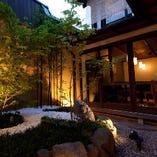 中庭が眺めれる個室
