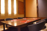 個室は全部で5室。 掘りごたつ席4室、テーブル席1室です。