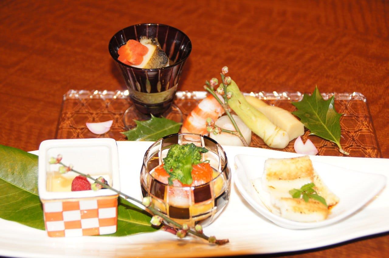 職人の技が光る伝統的な本格日本料理を味わってください