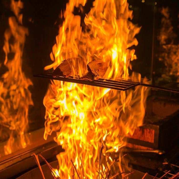 直七特選藁焼料理・直七果汁とともに