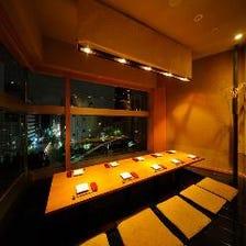 夜景と共に優雅なディナー
