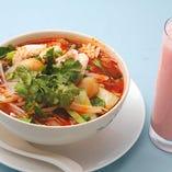 【ランチ】優しい味わいのフォーやタイの絶品スープ、トムヤムラーメンも