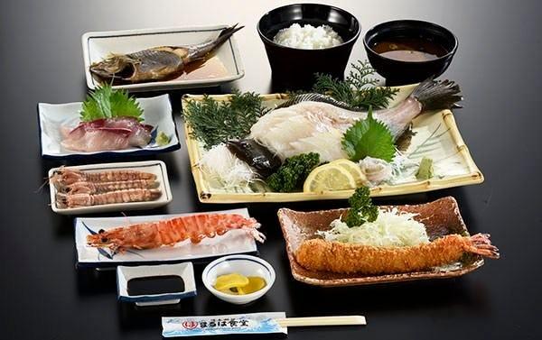 【活造りコース】名物エビフライに本日の活造り、季節の焼物、焼魚又は煮魚などがついた全8品