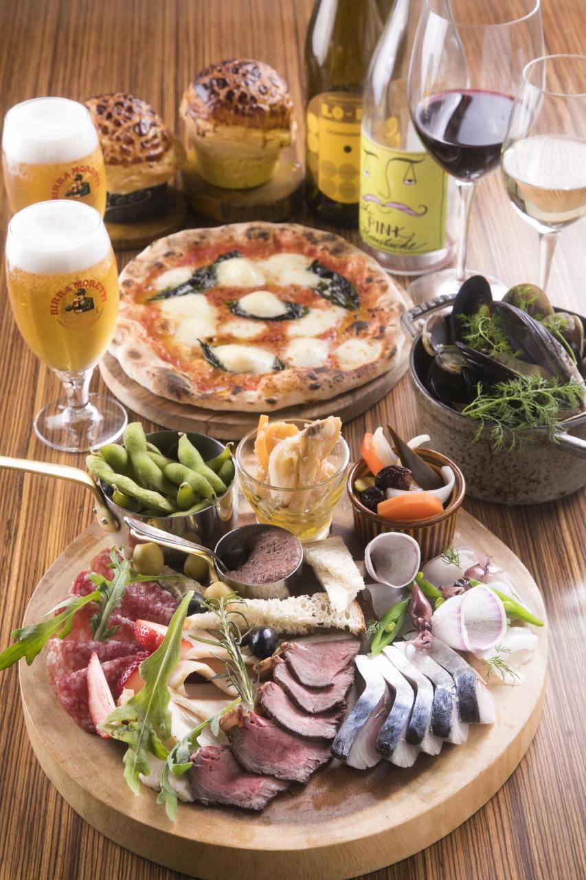 前菜からメイン、ピッツアまで充実の内容。