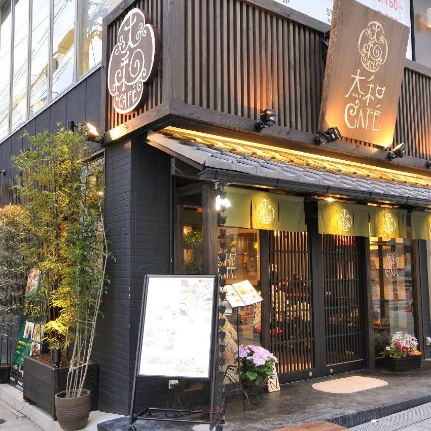 お店は古都奈良のメインストリート、三条通りにございます