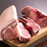 牛、豚、鶏、鴨、羊に鹿。美味なるお肉を多数使用しています