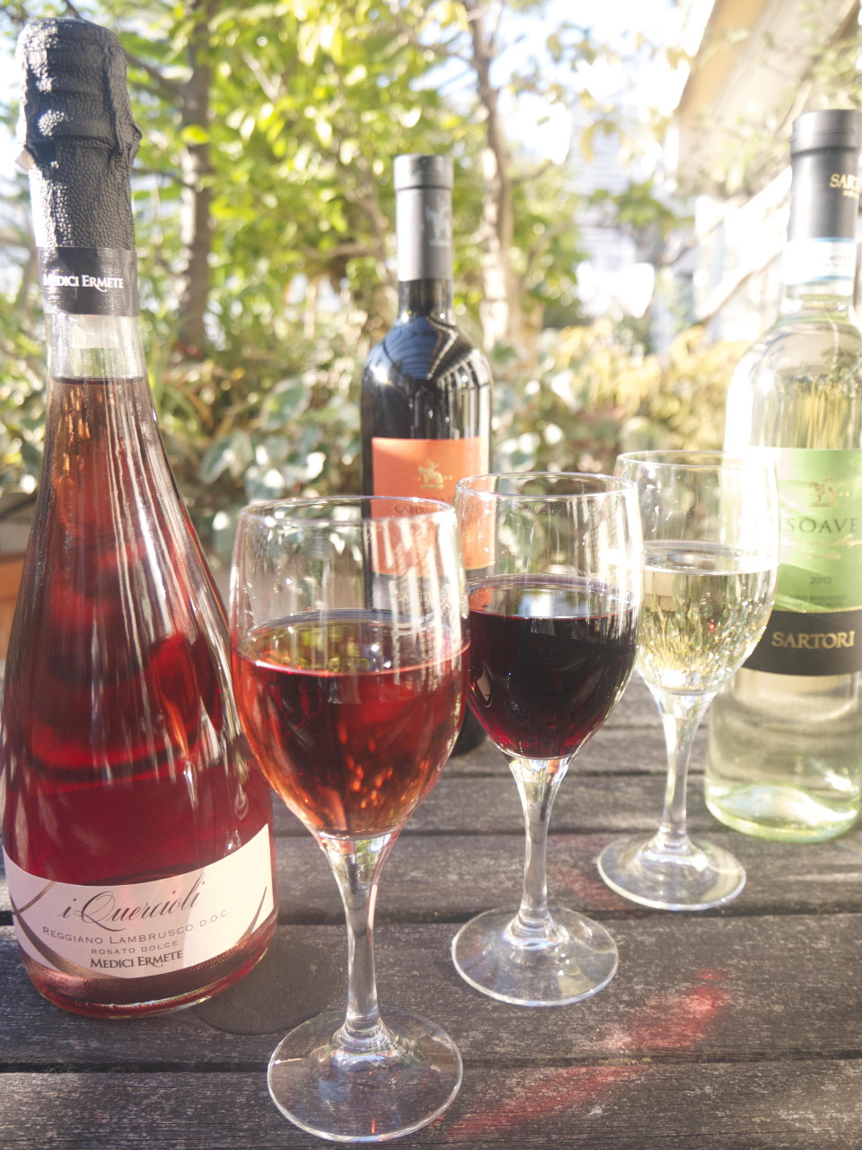 飲み放題ワインはの赤・白と 女性におすすめのロゼ