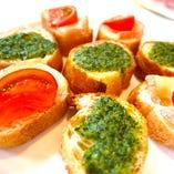 ガーリック&トマト チーズトースト(ブロンズコースより)