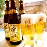 飲み放題のビールはエビスビール、ワインはオーガニック他、30種類。お一人様¥1,500(パーティーコースご利用時のみ)