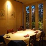 (トレビス)5〜6名様向けの、お庭の見える完全個室です。